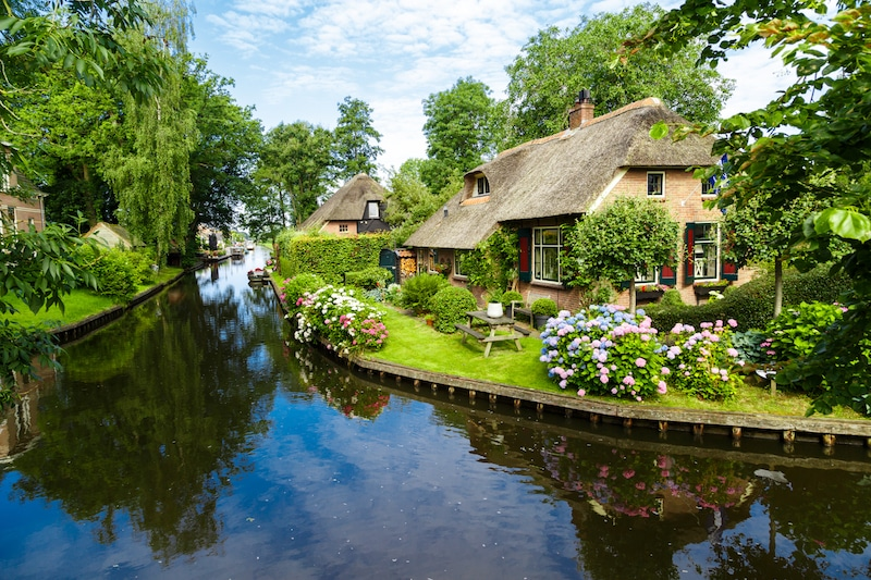Photo of Giethoorn, one of the most beautiful places in the Netherlands to visit!